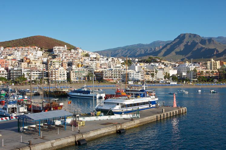Puerto de Los Cristianos en Tenerife
