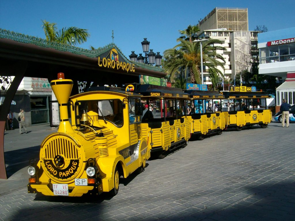 Tenerife con niños: tren express amarillo loro parque tenerife